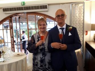 Anna Paola con il marito Giampiero al matrimonio del loro figlio più grande, Gabrile, 30 anni, l'altro figlio si chiama Marco, 22