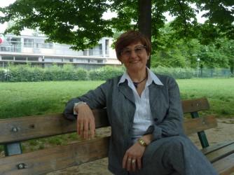 Cristina alla Ausl di Bologna ha un incarico di alta specializzazione sul tema: Fragilità della Popolazione, Valorizzazione ed Empowerment del Terzo Settore nella Prevenzione di Comunità