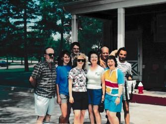 Marco, con la t-shirt a righe, insieme alla famiglia Rodvik in una foto di molti anni fa