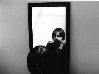 Una foto simbolica, Sofia allo specchio. Dobbiamo imparare ad accettare quello che siamo