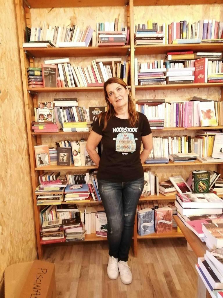 Anna Carla partecipa con un gruppo di donne a un progetto di invito alla lettura nelle scuole