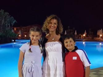 Simona con i figli Sofia e Andrea, entrambi all'ultimo anno del loro ciclo di studi
