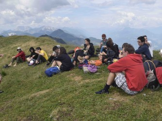 Estate 2019, su una cima delle Alpi Carniche, al confine con l'Austria, Marco con i ragazzi che hanno partecipato a un campo di Legambiente