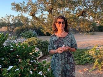 Madre di due figli, insegnante, Daniela non sempre si trova a suo agio con i colleghi