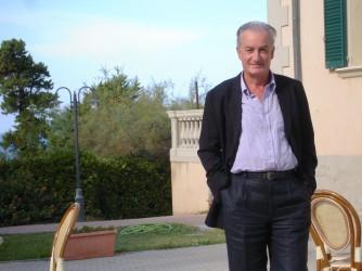 Giovanni durante un viaggio a Livorno, vive a Napoli