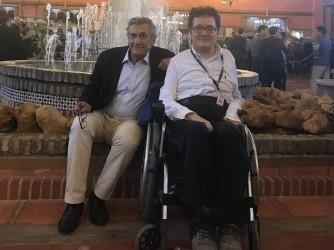Paolo con suo figlio Tommaso, tetraplegico da 20 anni, ingegnere aerospaziale