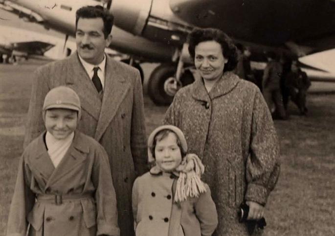 Gian Carlo e sua sorella Maria Cristina con i genitori Mario e Amalia Rosa