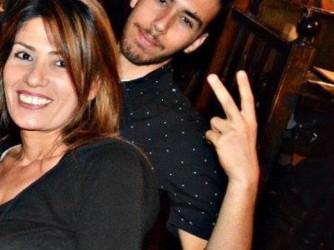 Silvia con suo figlio Giordano, morto a 18 anni, a Livorno dove era a fare uno stage