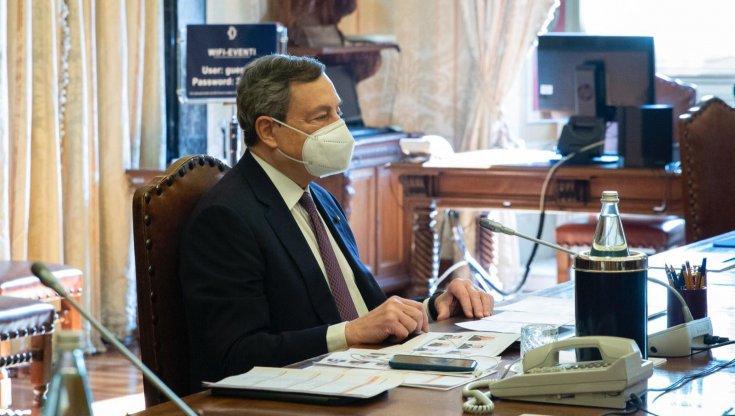 """Mario Draghi durante le consultazioni si avvaleva di un """"facciario"""" per riconoscere gli interlocutori"""