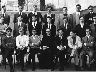 La foto di classe del liceo Massimiliano Massimo di Roma, Mario Draghi è il primo in piedi a sinistra