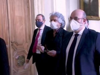 Beppe Grillo ieri al suo arrivo alla Camera per l'incontro con il presidente incaricato