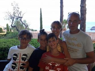 Sarah con i figli Pietro, Marco e Francesco e suo marito Pierbartolo