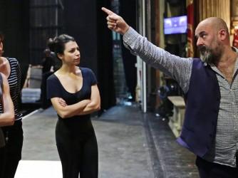 Davide Levermore durante le prove della Tosca, l'opera che nel 2019 ha inaugurato la stagione della Scala