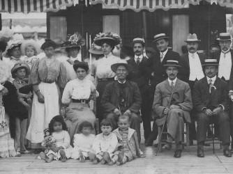 Una foto di famiglia scattata a Viareggio nel 1909