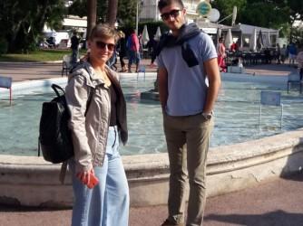 Francesco con sua sorella Laura durante un viaggio in Francia