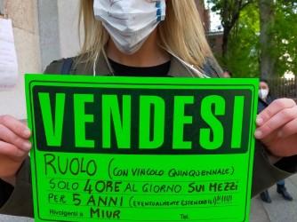 Giorgia durante un recente presidio a Milano mostrava un ironico cartello