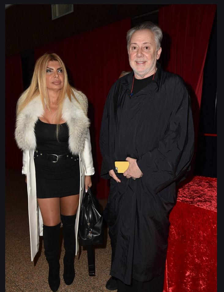 Anna Bettozzi, qui con Lele Mora, ha sempre amato gli stivali alti