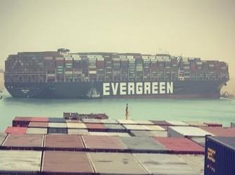 La Ever Given incagliata nel Canale di Suez