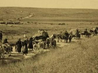 In questa rara foto la deportazione degli armeni che secondo molte fonti costò la vita a un milione e 300mila persone