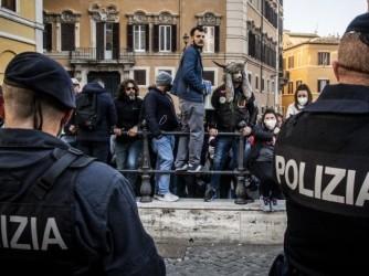 """Manifestazione dei sostenitori di """"Io apro"""" davanti a Montecitorio"""