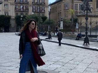 Ornella davanti al teatro Massimo di Palermo