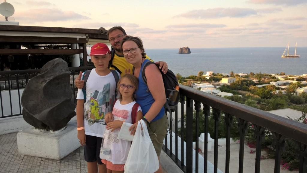 Barbara, Marco e i loro figli Riccardo e Irene  a Stromboli qualche anno fa