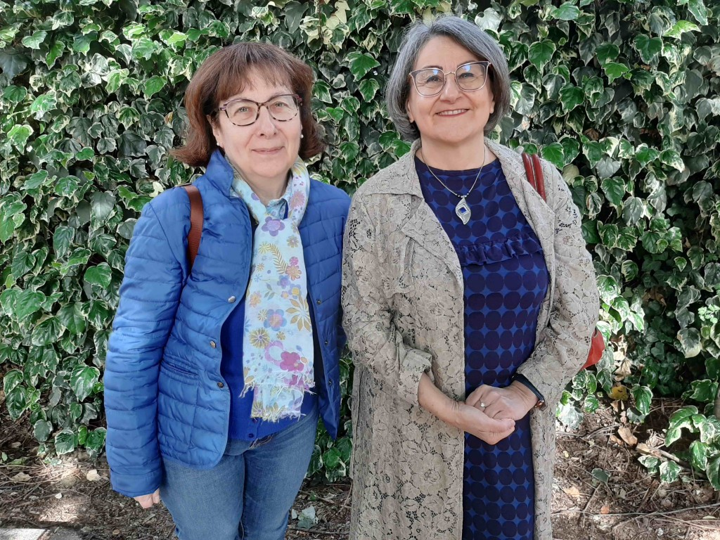 Cristina e Valeria si occupano di medicina narrativa, di alfabetizzazione sanitaria (health literacy), e di progetti di sostegno alla popolazione anziana fragile