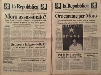 A sinistra il numero di Repubblica uguale a quello che Aldo Moro tiene nella foto della copia di destra