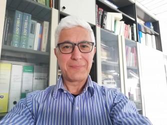 Luigi è virologo, immunologo e vaccinologo all'Istituto tumori di Napoli
