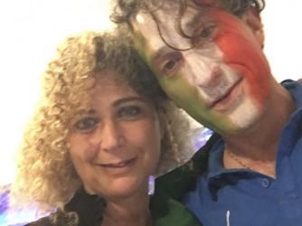 Daniela con il suo amico Claudio durante i festeggiamenti