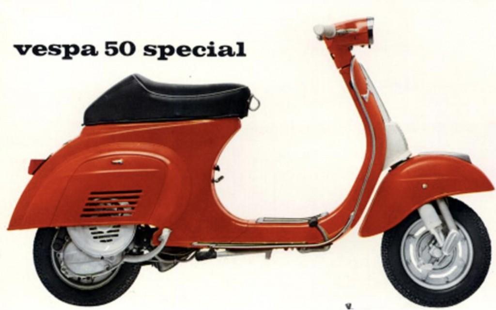La pubblicità della Vespa 50 Special, uscita nel 1980, anche quella rubata era rossa come questa