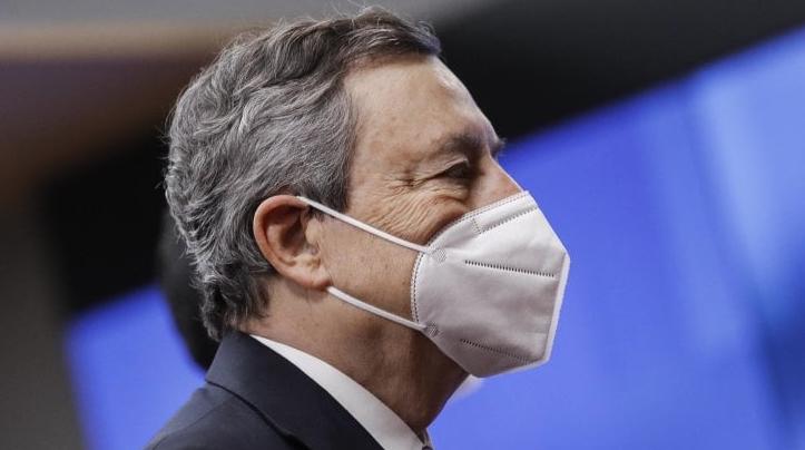 Mario Draghi, presidente del Consiglio, deve prendere decisioni come capo del governo