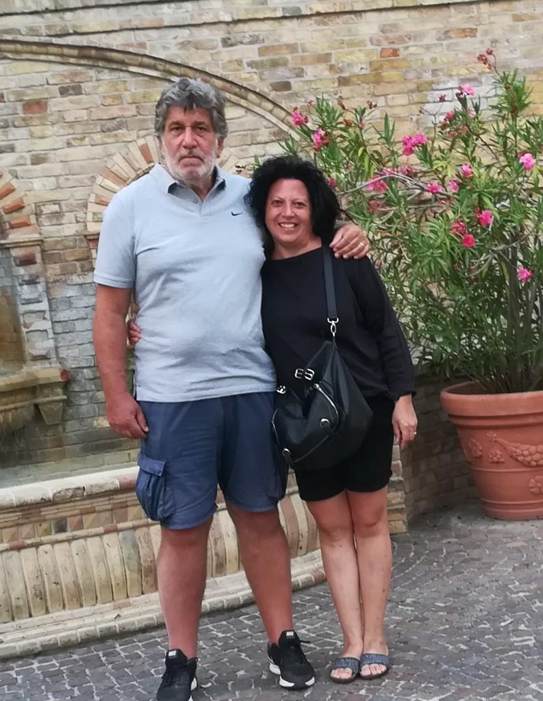 Elisabetta e Paolo sono sposati da 23 anni, lei ha perso i genitori quando era piccola