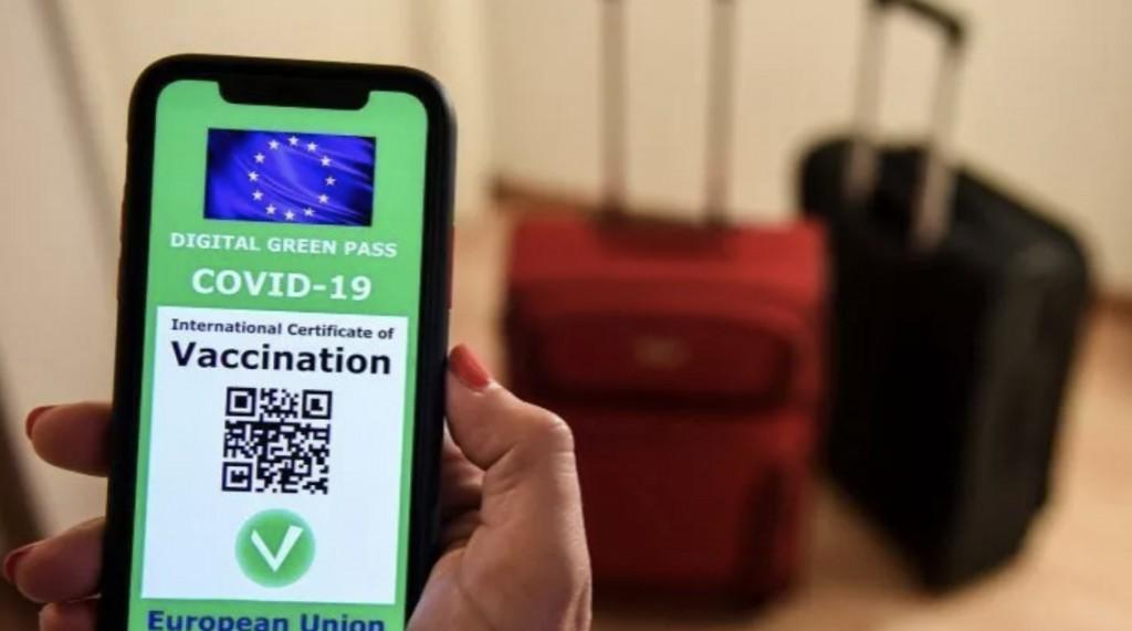 Macron ha deciso di legare l'utilizzo di certi servizi al possesso del green pass vaccinale