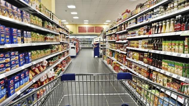 Anche l'apertura di un supermercato può servire a riaprire vecchi scontri ideologici