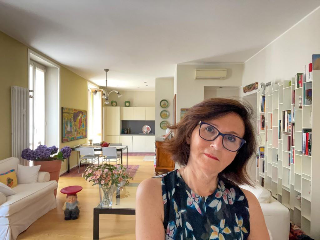 Valeria, dii origini siciliane, si è laureata con lode a Pavia nel 1978