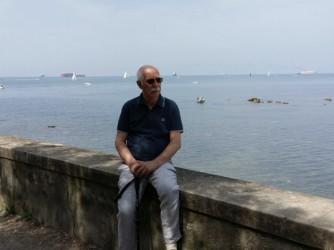 Ezio fotografato sul lungomare di Livorno