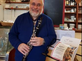 Laureato in Scienze Politiche alla Cesare Alfieri di Firenze, appassionato di storia e di musica da sempre Sergio ora suona il clarinetto da dilettante