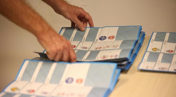 I sondaggi mostrano come molti elettori siano ancora incerti su chi votare
