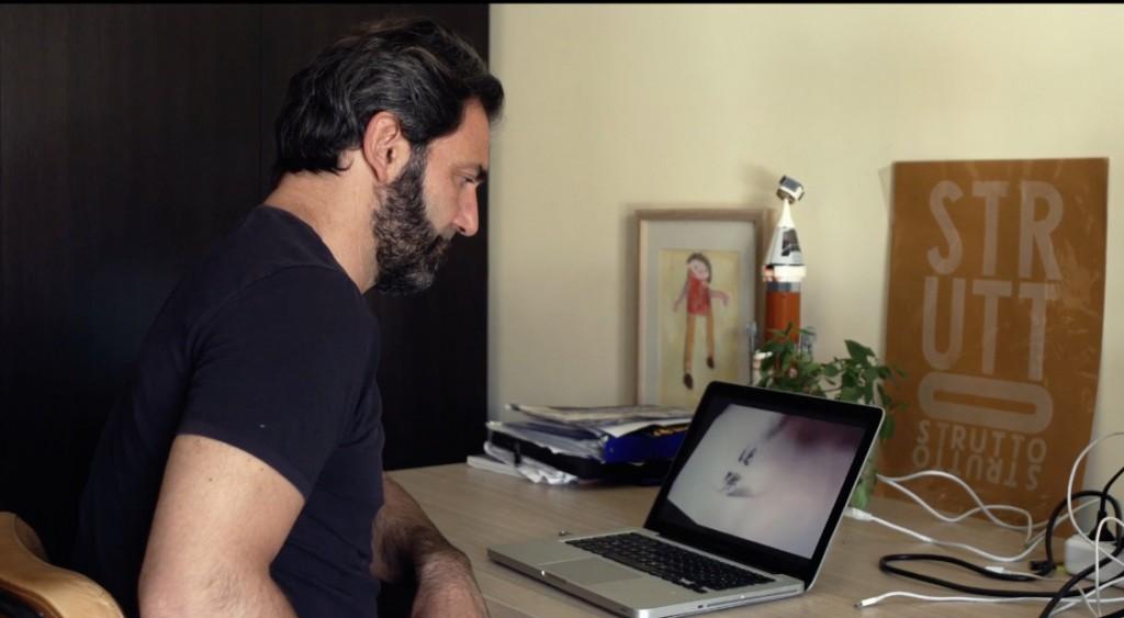 """Un fermo immagine di """"Naviganti"""" il film di Daniele De Michele, in arte Don Pasta"""