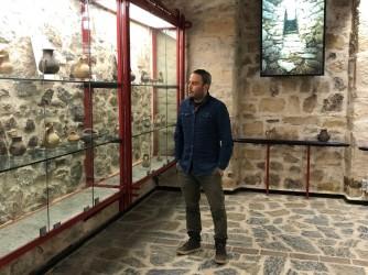 """Andrea a Villa Abbas il polo museale dove lavora. E' anche scrittore, ha pubblicato il romanzo """"Sono Luce"""""""