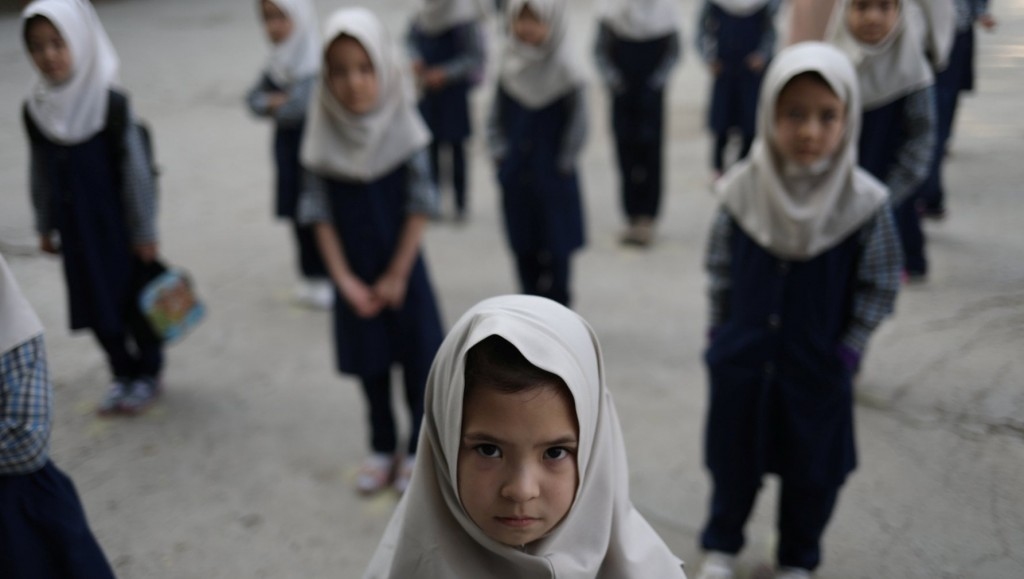 Bambine a scuola in Afghanistan lo scorso anno, ora per loro non sarà più possibile andarci