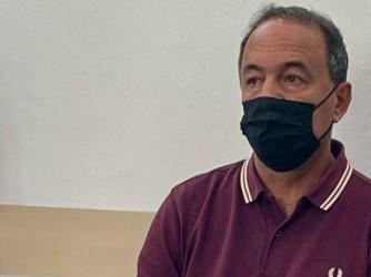 Mimmo Lucano in tribunale a Locri durante la lettura della sentenza