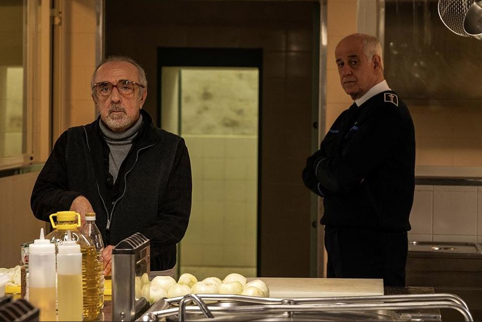 """Silvio Orlando e Toni Servillo in una scena di """"Ariaferma"""""""