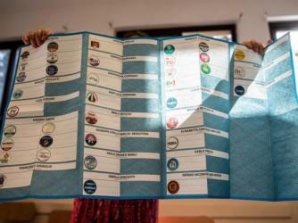 L'enorme scheda con cui si votava a Roma, ma solo un romano su due l'ha compilata