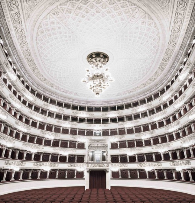 """Milano"", from the series ""Fratelli d'Italia"" (2005-2016) © Matthias Schaller"