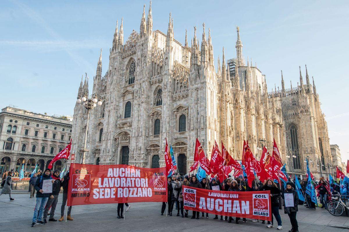 Sciopero dipendenti Auchan e Conad Manifestazione Filcams Cgil e UilTucs Uil di Milano