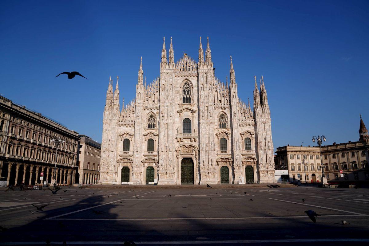 Milano coronavirus Piazza Duomo