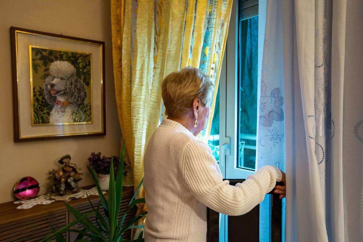 La signora Angela, che ha fatto arrestare i malviventi che volevano truffarla.