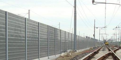 Barriere-antirumore-lungo-la-linea-ferroviaria